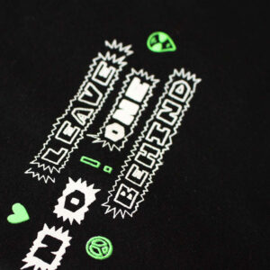 T-Shirt_Alien_Close-Up_Leave-No-One-Behind_by_TypoGraphicDesign_Maed
